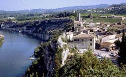 Aiguèze location vacances tourisme Vaucluse Ardèche