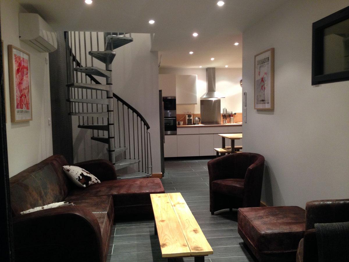 Plusieurs photos du g te de l 39 int rieur cuisine quip e for Salon de la maison bastia