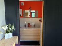 Salle de bains orange